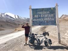 Diabeet Lennart (29) maakt zijn droom waar: na 10.000 kilometer fietsen tikt hij de grens met China aan
