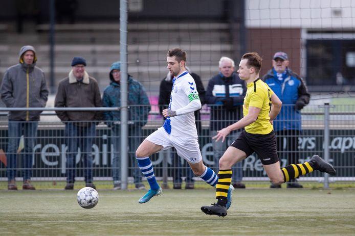 O23-teams in de regio Deventer, waaronder Colmschate'33 (gele shirts), doen ook dit seizoen mee aan een speciaal opgezette competitie.