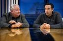 Arjen Vos (L) en Harm van Stiphout, voorzitters van de met elkaar tot SV De Braak versmeltende clubs  MULO en Helmondia.