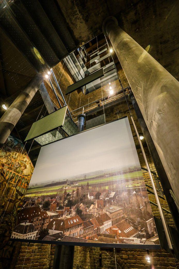 Een zicht van binnen in de toren