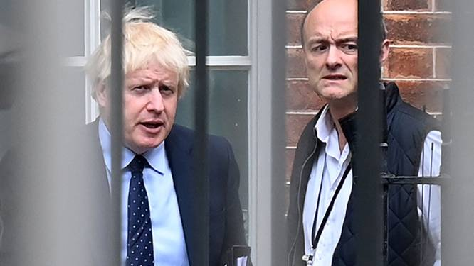 "Ex-topadviseur lekt WhatsAppberichten en brengt Boris Johnson opnieuw in verlegenheid: ""Totally fucking hopeless"""