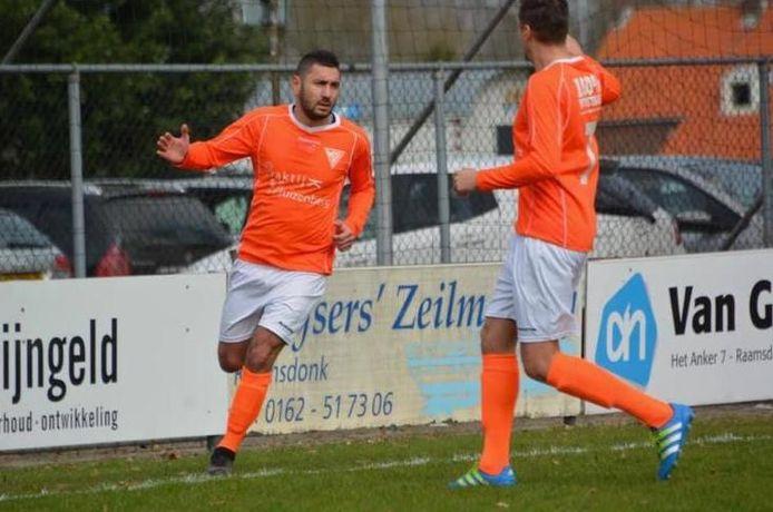 Abdul Avci (links) scoorde viermaal tegen Terheijden. (archieffoto)