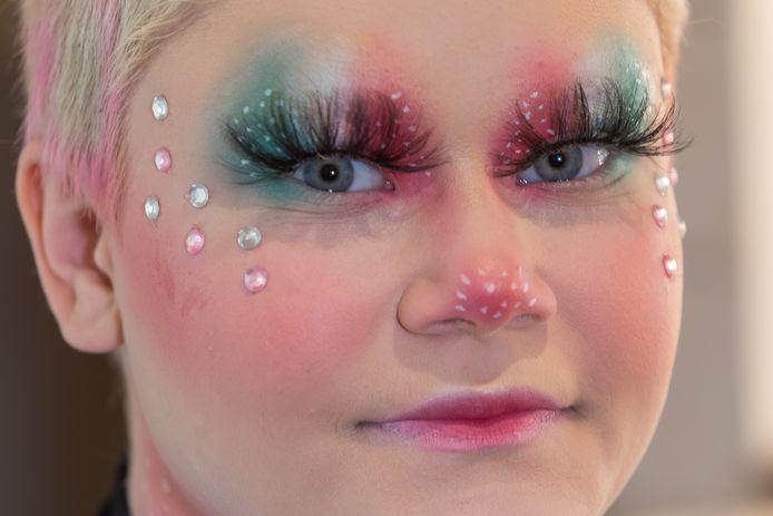 Amber Gatzen (15) uit Oirschot gooit hoge ogen in de 'Make Up Cup' van Nikkie Tutorials.
