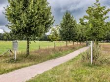 Vernield bordje bij herinneringsbomen in Zwolle na maanden nog steeds niet teruggeplaatst, tot frustratie van nabestaanden