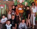 """Wout van Aert met oranje t-shirt in de klas van juf Miriam in de Gemeentelijke Basisschool van Lille. """"In de koers is alleen winnen goed genoeg. Op school kon ik niet begrijpen waarom je per se 80 procent wil halen als 50 genoeg is."""""""