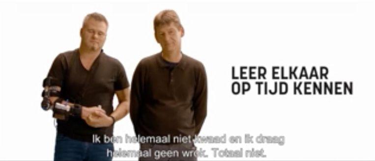 """Voor een campagnefilmpje van de Vlaamse Stichting Verkeerskunde ontmoette Ron zijn aanrijder Rudi Troonbeeckx (49). """"Ik verwijt hem niets"""", zegt Ron."""