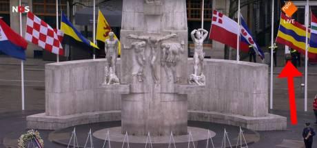 Vlag van Overijssel hing op de kop tijdens Nationale Herdenking op de Dam