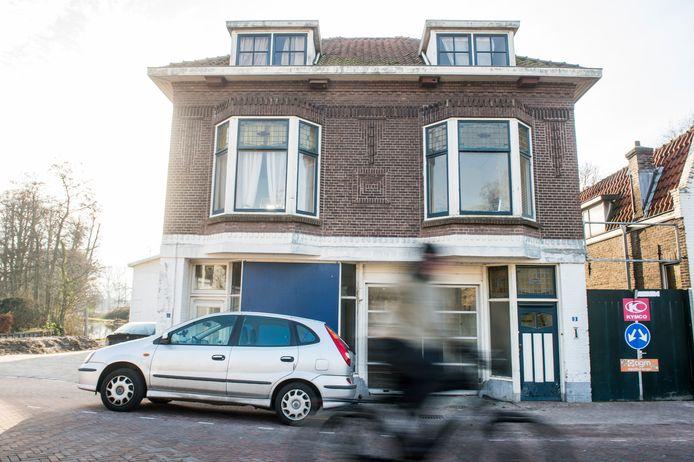 April 2015: Terra Arts laat zijn oog vallen op dit pand aan de Vlamingstraat, de voormalige KwikFit.  Het werd in 1923 gebouwd door garagehouder en uitvinder Dirk Franx.