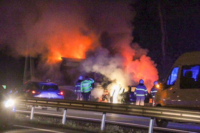 Brandende voertuigen op de A12.