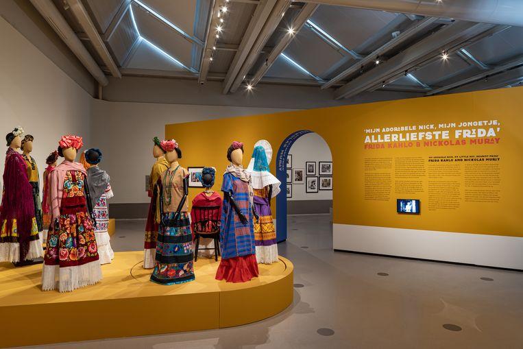 In het Cobra Museum worden enkele topwerken van Kahlo en Rivera getoond, al gaat presentatie meer over de makers en hun verhaal dan over hun individuele kunstwerken.   Beeld Peter Tijhuis
