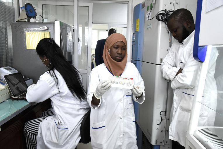 In het Pasteur Instituut in Dakar kwamen Afrikaanse wetenschappers op uitnodiging van de Afrikaanse Unie samen ter voorbereiding op een eventuele uitbraak van het coronavirus. Beeld AFP