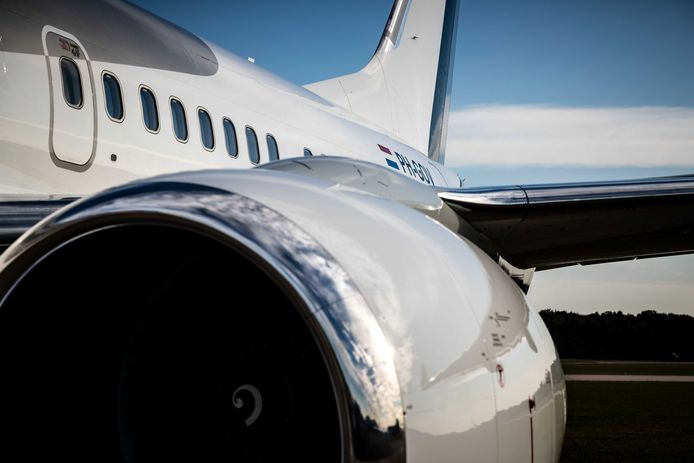 De PH-GOV kan zonder tankstop naar Caribisch Nederland vliegen, door extra kerosinetanks.