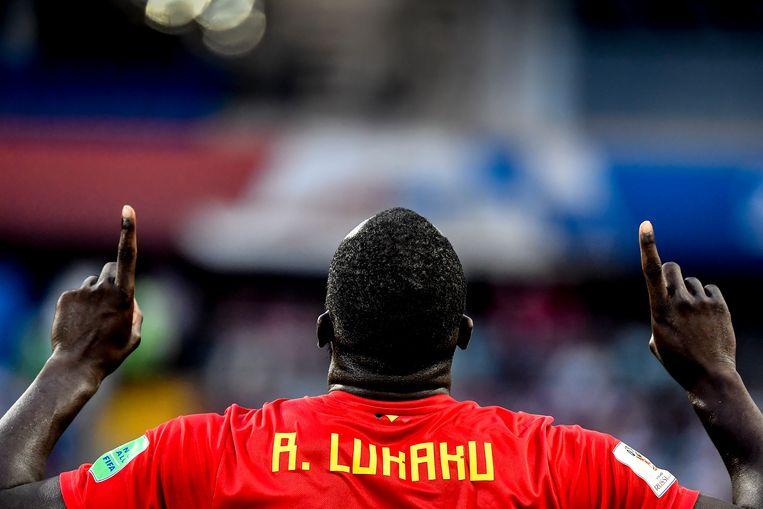 Romelu Lukaku dankt God voor zijn goals. Beeld BELGA