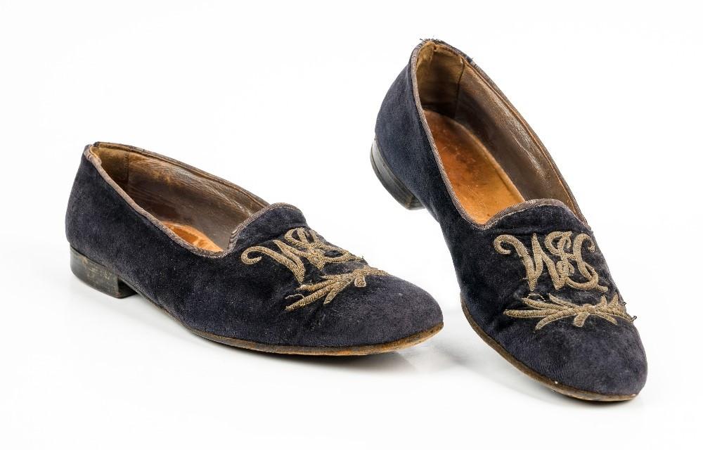 De pantoffels van Churchill kunnen zo'n 17.400 euro opbrengen.