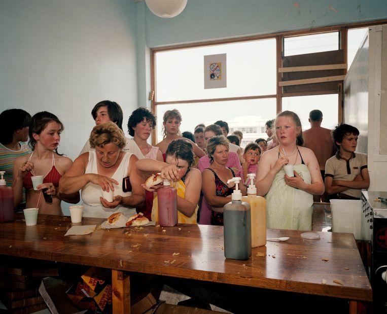 Hotdogs in New Brighton, 1983-1986. Beeld Martin Parr / Magnum Photos
