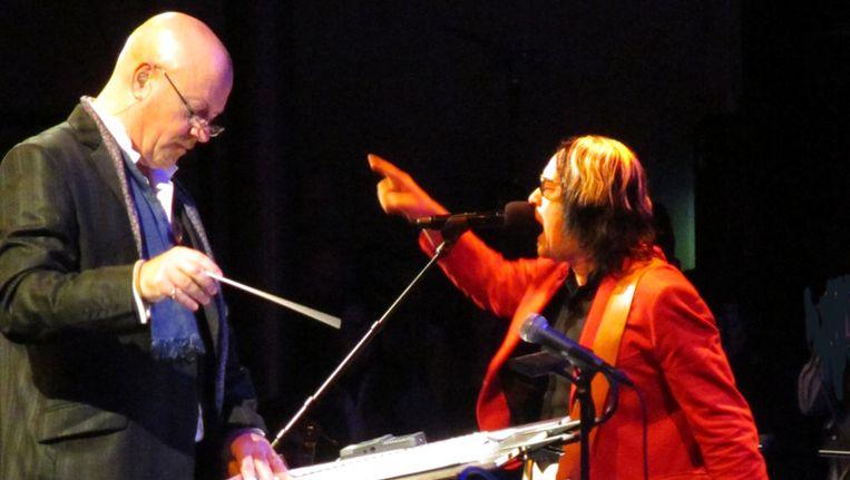 Dirigent Steve Sidwell van het Metropole Orkest en Todd Rundgren Beeld Foto's Eric Borsje
