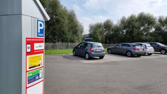 Meer dan 10.000 parkeerboetes uitgeschreven en 200.000 euro geïnd aan parkeerautomaten: Oppositiepartij maakt cijfers bekend na zes maanden nieuw parkeerbeleid