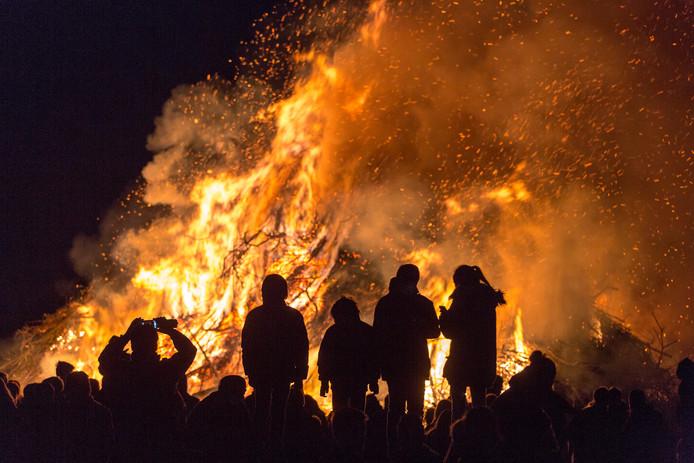 Op zaterdag 6 en 13 april kan weer snoeiafval naar de paasvuren in Wierden en Enter worden gebracht.