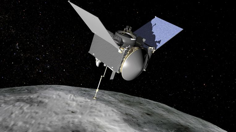 Osiris-Rex zal bodemmonsters nemen van planetoïde Bennu terwijl de ruimtesonde 1 á 2 meter boven het oppervlak zweeft. Beeld NASA