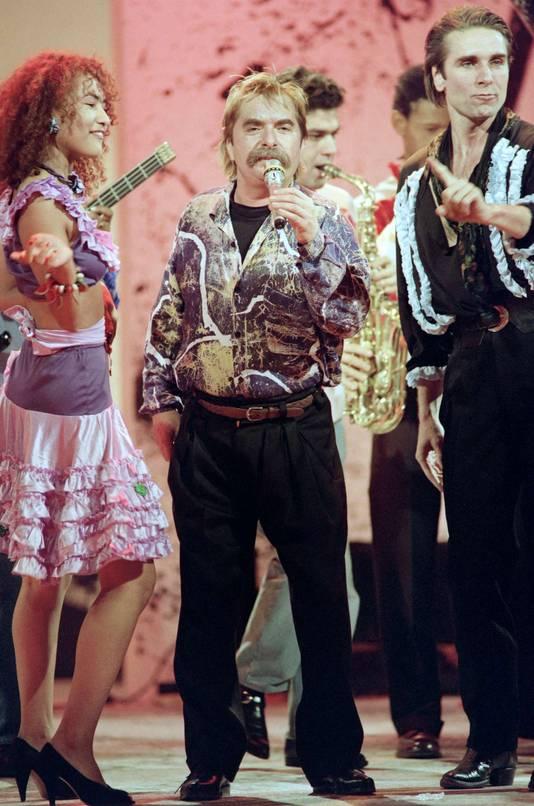 """Le chanteur dans """"Champs Elysées"""" en 1989."""