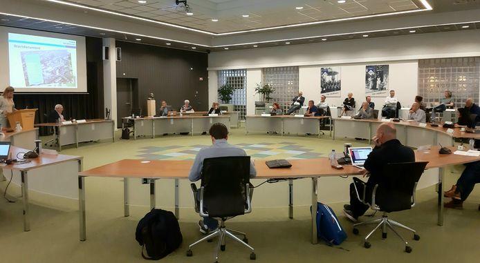 De Veldhovense politiek kwam dinsdagavond bij de bespreking van de vernieuwing van het Citycentrum voor het eerst sinds lange tijd weer fysiek bijeen in de raadszaal.
