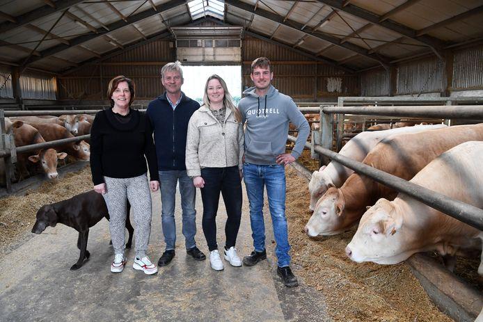 Familie Mangelaars uit Wouwse Plantage. Zij hebben een vleesveebedrijf van 150 vleesstieren van het ras Blonde d'Aquitaine en Parthenaise. Voor onze boerderijwinkel gebruiken we uitsluitend Parthenaise runderen.