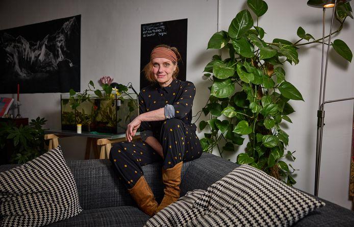 Stadsdichter Anne Vegter vindt het fijn eindelijk iets over haar eigen stad Rotterdam te mogen zeggen