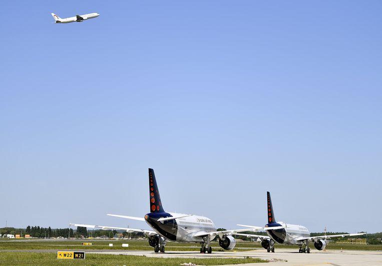 Een vrachtvliegtuig van Air Maroc stijgt op vanaf Brussels Airport. Donderdagavond zouden er opnieuw 250 Marokkaanse Belgen moeten landen die vastzaten in Marokko. Beeld BELGA