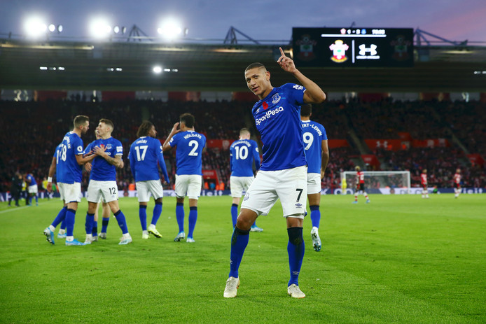 Richarlison juicht na een goal namens Everton tegen Southampton.