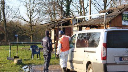 Onbekenden steken kantine visclub in brand