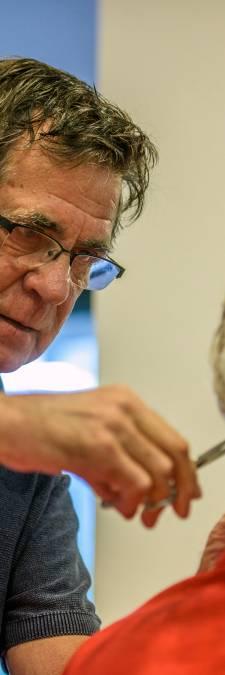 De kappersschaar kan Goirlenaar Hans Uijens na 56 jaar nog steeds niet missen