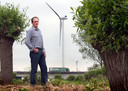 Ernst van Zuijlen in 2013, niet lang na de plaatsing van drie windmolens in Houten.