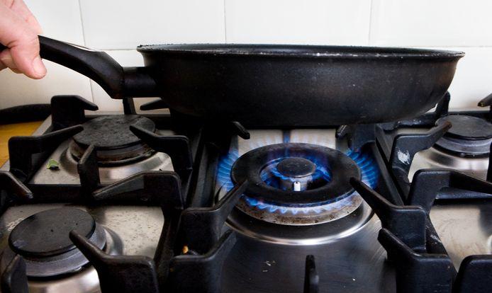 Koken op gas is een belangrijke bron van fijnstof in woningen.