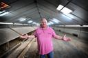 Bij boer Jos Kienhuis zijn voor de tweede keer 3000 kippen geruimd vanwege besmetting van de eieren met fipronil.
