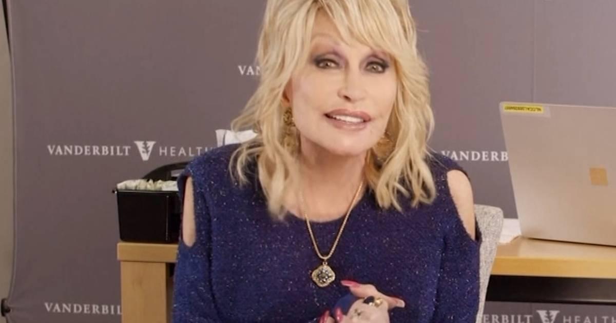 """Dolly Parton se fait vacciner et chante """"Vaccine"""" sur un air de """"Jolene"""" - 7sur7"""