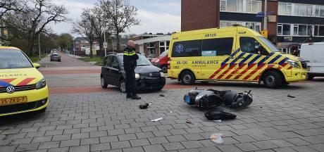 Scooterrijder gewond bij botsing met een auto aan de Planetenlaan