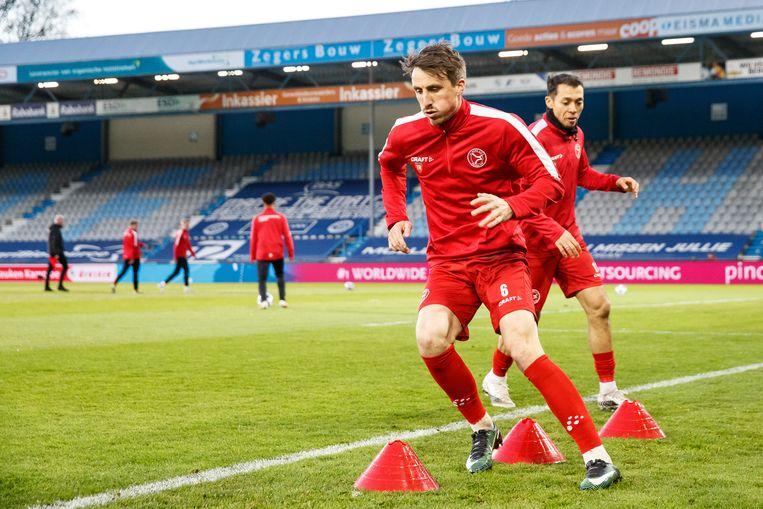 Tim Receveur van Almere City tijdens zijn warming-up. Beeld Pro Shots / Ron Baltus