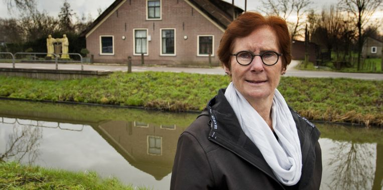 Marjo Straver-de Vos herdenkt elke 4 mei de slachtoffers met familie van een Duitse soldaat