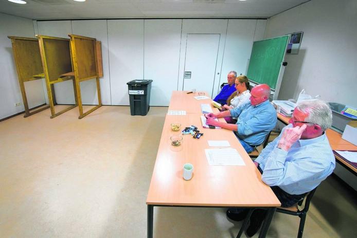 Stemlokaal bij het referendum over Kunstencluster ArtA in Arnhem, in 2013. Foto Marc Pluim