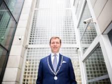 Burgemeester Veenendaal hekelt verkiezingsproces: 'Middeleeuwers zouden in een deuk liggen'