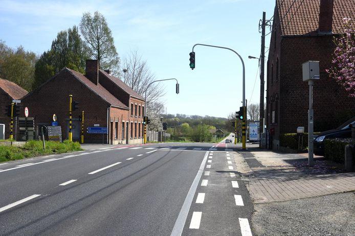 De trajectcontrole zou beginnen aan het kruispunt van de steenweg en de Hoevestraat/Strijlandstraat, waar nu nog een analoge flitspaal staat.