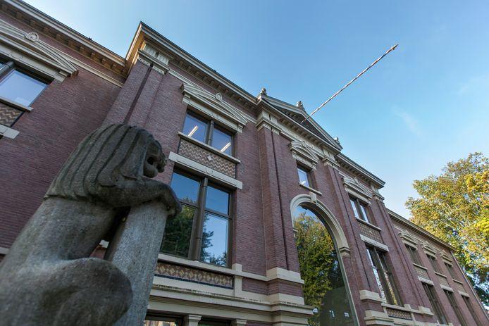 De rechtbank aan de Martinetsingel in Zutphen. Vanaf volgende maand vinden hier ook tijdelijk zittingen plaats van het gerechtshof. Dit omdat het paleis van justitie in Arnhem wordt verbouwd.