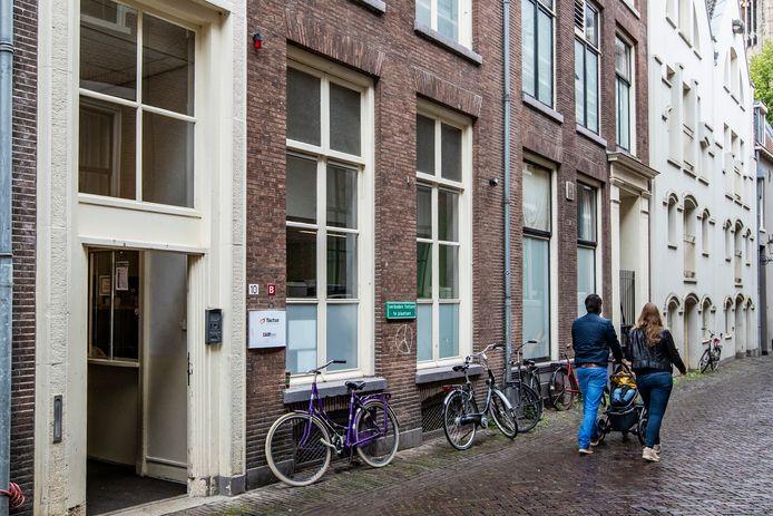 De opvang voor daklozen en verslaafden aan de Polstraat. Die wordt gedurende anderhalf jaar verbouwd.