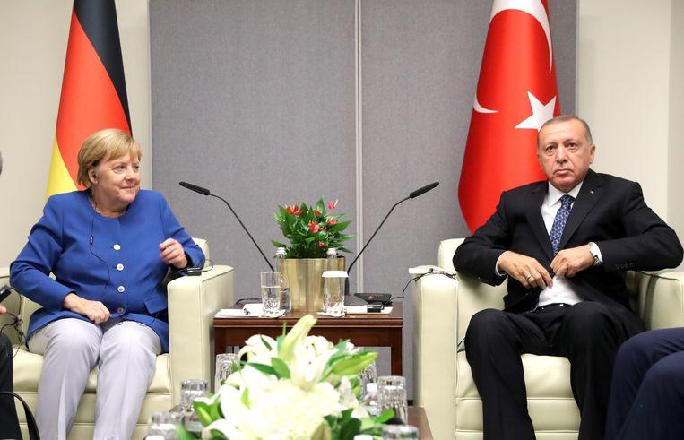 Duits bondskanselier Angela Merkel en de Turkse president Recep Tayyip Erdogan. Beeld EPA