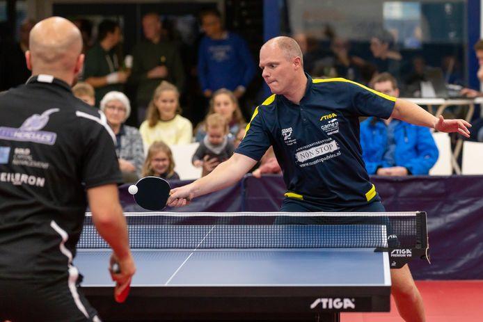 Barry Wijers in actie tegen zijn tegenstander Jamshid Sedigh (3-0 winst)