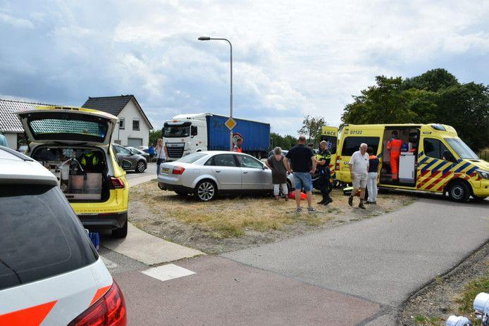 De situatie direct na het ongeval. De kruising staat bekend als 'moeilijk', vanwege de vele fietsers en de grote drukte op de Karstraat tussen enerzijds Huissen en de bedrijventerrein en anderzijds Bemmel en de A15.