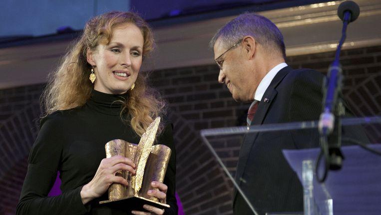 De Nederlandse schrijfster en slaviste Marente de Moor (L) heeft de AKO Literatuurprijs 2011 gewonnen met haar boek De Nederlandse maagd. Beeld ANP