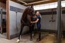 Dressuuramazone Dinja van Liere met haar paard Hermes, een van de twee paarden die meegaat naar het NK.