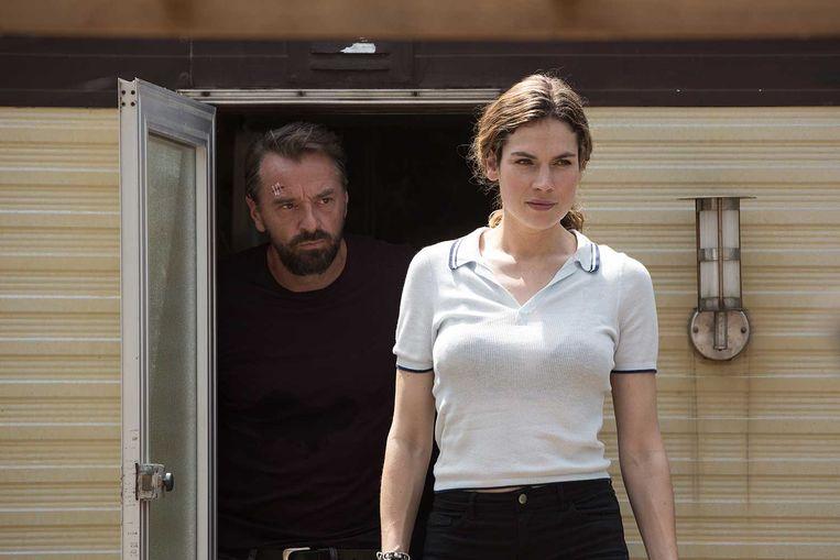 Tom Waes en Anna Drijver spelen undercoveragenten in de eerste Nederlandse Netflix-serie Undercover. Beeld x