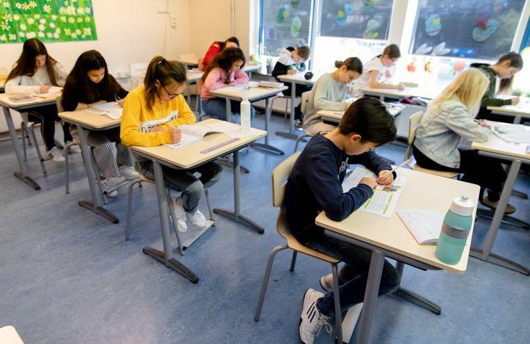 Leerlingen van basisschool 't Palet in Gouda leggen een toets af.  Beeld ANP